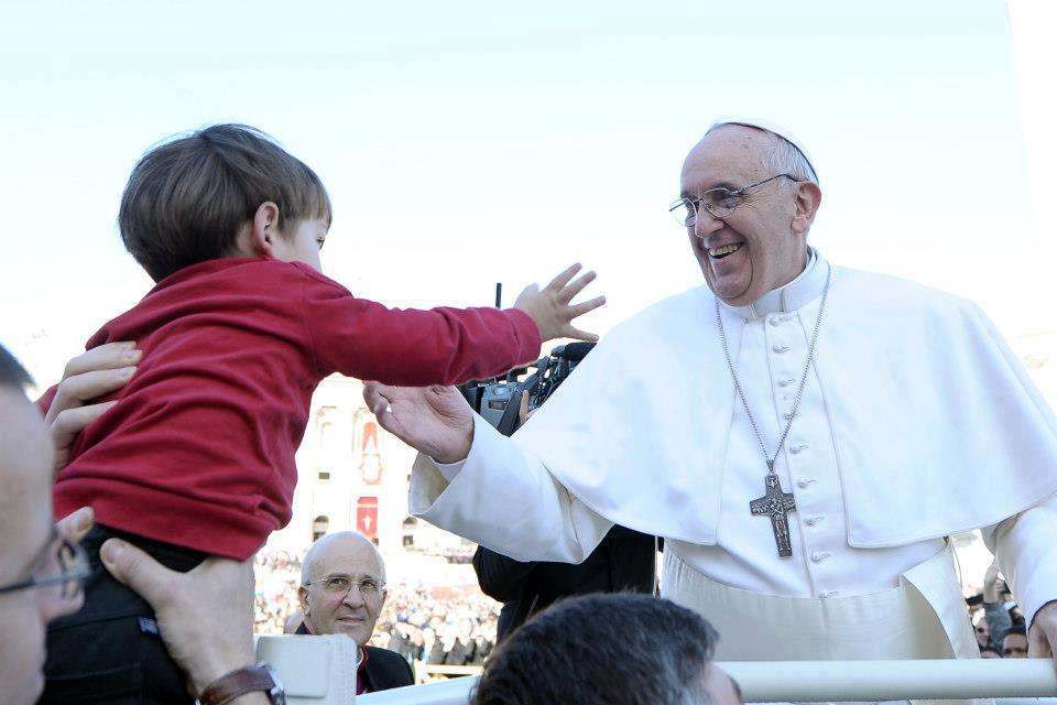 """Il Papa: """"Perché le donne guadagnano meno degli uomini? È uno scandalo"""""""