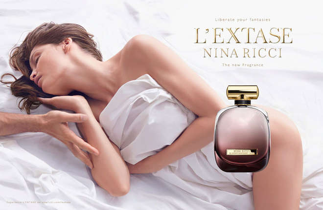 Laetitia Casta nuda per la campagna della fragranza L'Extase di Nina Ricci