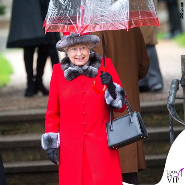 Regina-Elisabetta-Natale-ombrello-Fulton-Birdcage-rosso