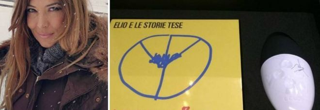 """Selvaggia Lucarelli compra l'album di Elio con vibratore: """"Mai più senza"""""""