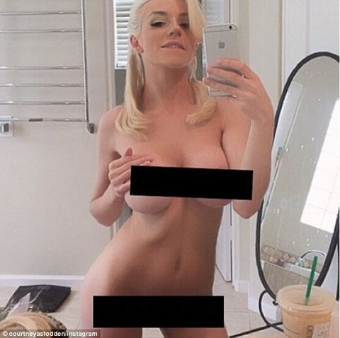 1599997_3202E58600000578-3484475-Copying_Kim_Courtney_Stodden_shared_a_naked_selfie_on_Instagram_-a-14_1457549703999