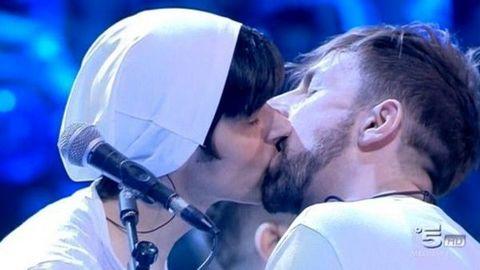1660683_bacio_gay_amici-2 (1)