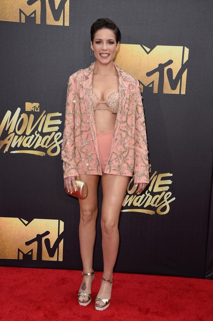 Halsey-mtv-movie-awards-681x1024 (1)