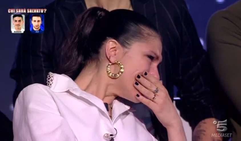 Elisa-piange-ad-Amici