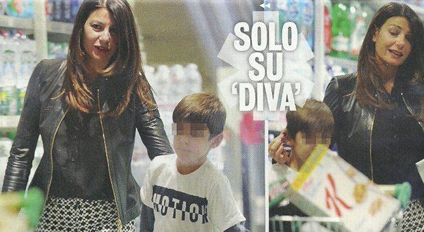 Ilaria D'Amico famiglia allargata: spesa al supermercato con i figli di Gigi Buffon