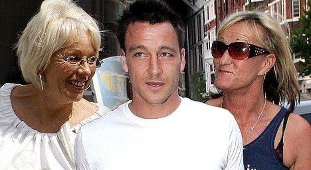 La mamma del calciatore Terry scambiata per pornostar: in rete un video hot
