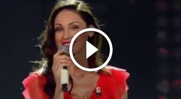 Anna-Tatangelo-canta-Il-cielo-in-una-stanza-fan-Sei-strepitosa_21191636 (1)